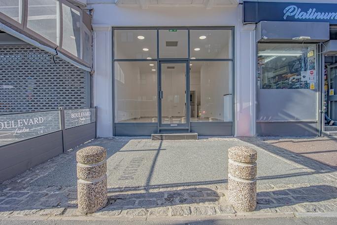 10 Lodge Road A1 Retail / Cafe Unit